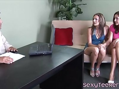 Pussyloving 18yo fristtime cockriding in trio
